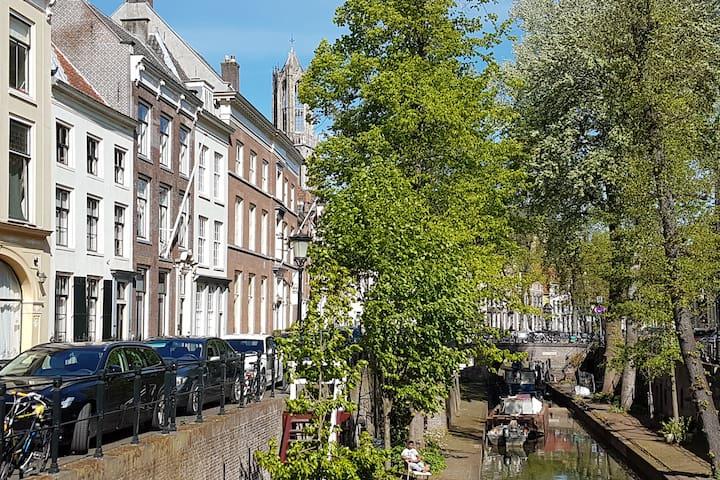 Large Quiet Historical Apartment & Canal Terrace