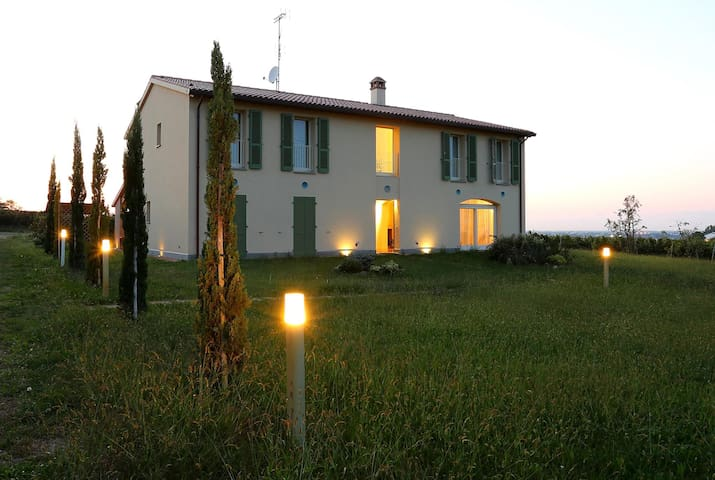 VILLA AMONG THE VINEYARDS - Faenza - Villa