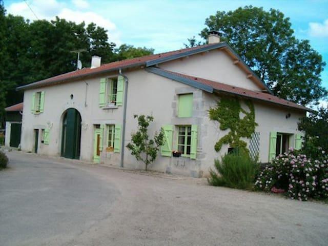 A LA CAMPAGNE nancy neufchateau  - Soulosse-sous-Saint-Élophe - Bed & Breakfast