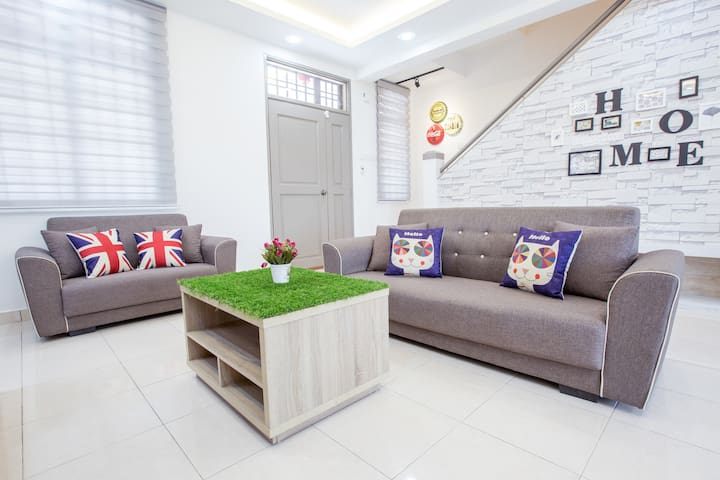 Bukit Indah2  Home Stay Holiday /Wedding & Party