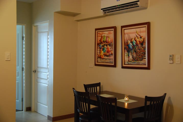 Lounge / dining with split type air conditioner