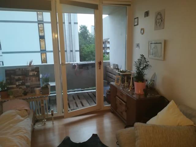 Light, cozy & central studio in Munich