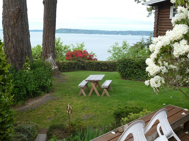 Magical Puget Sound Beach Cottage with Kayaks!