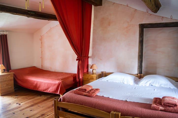 Chambre avec coin salon, salle d'eau privé,piscine - Montverdun