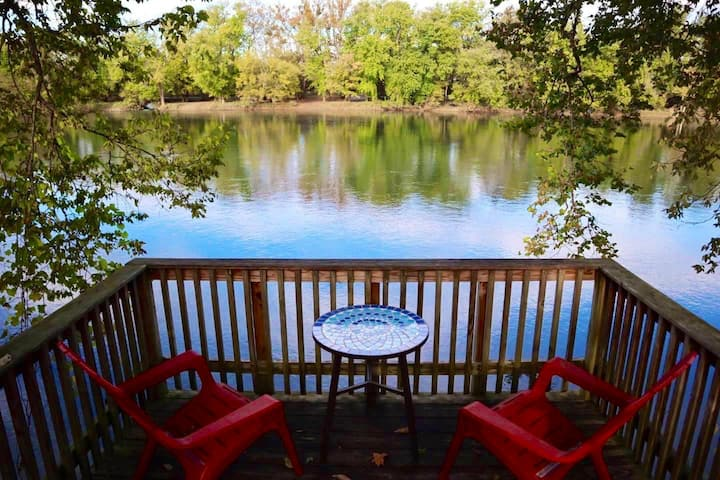 Waterfront River Retreat on Shenandoah River