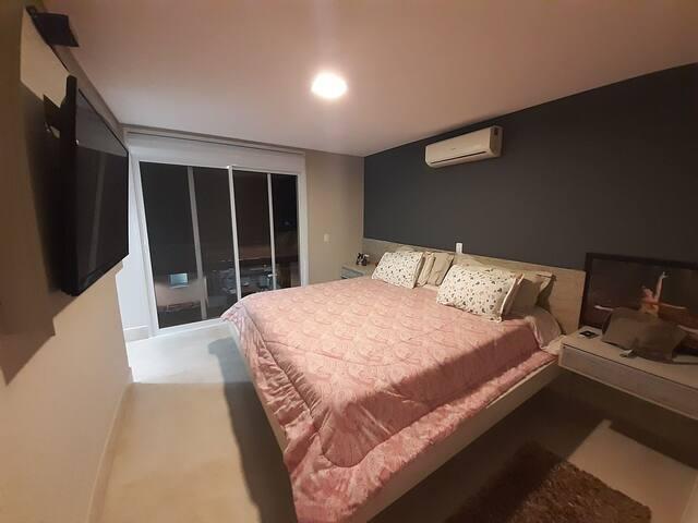 Suite casal cama king size com closet