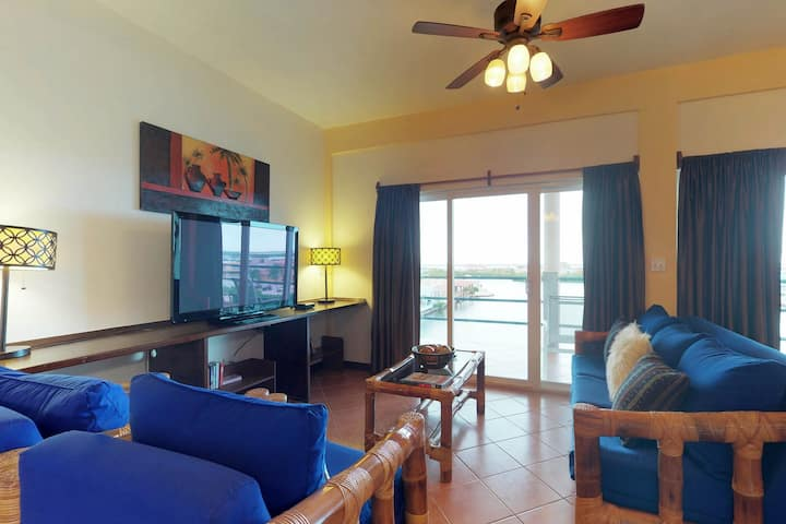 Waterfront condo w/ shared pool, WiFi & AC - extended stay discount, dogs OK!