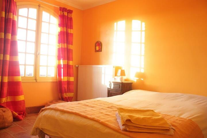 La mystérieuse chambre jaune