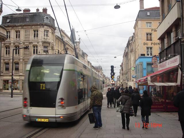 A moins de 5 minutes, Rue St jean et Place Charles III