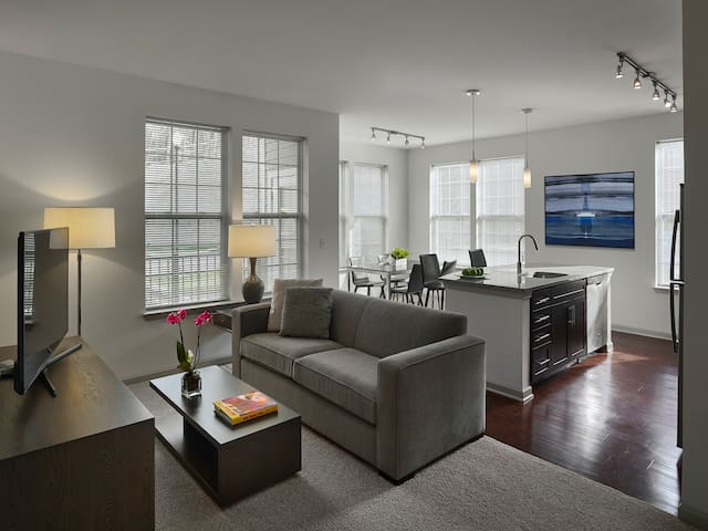Modern Apartment | Easy Commute -15 mi from Philly