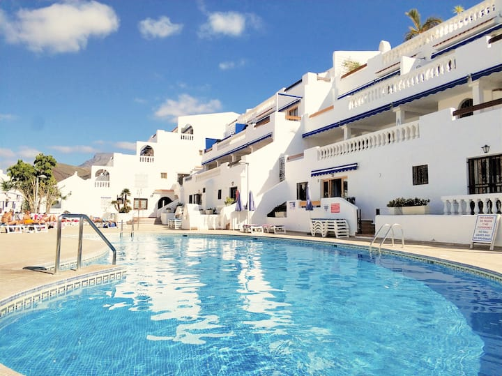 Los Cristianos, LOFT PORT ROYAL, Heated Pool, WiFi