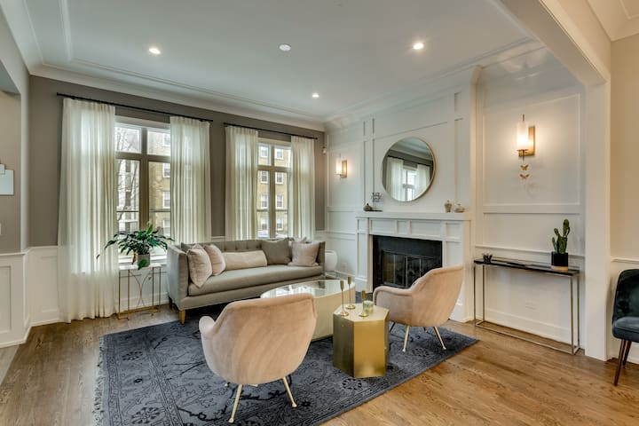 Luxury in Lincoln Square! 4BR Home with Patio