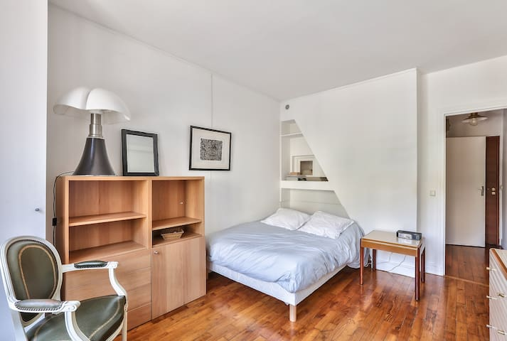 Lovely Studio Minutes Away From Eiffel Tower !