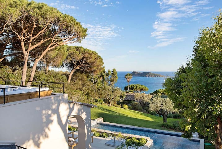 French Riviera Villa With Beathtaking View - Ramatuelle - House