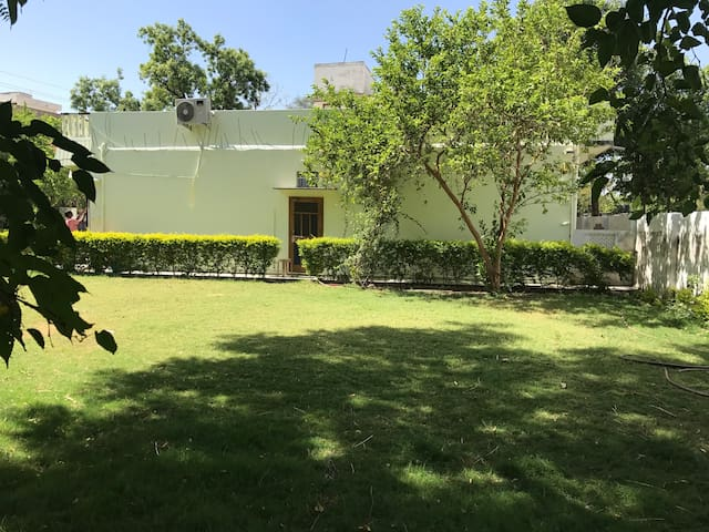 2 BUNGALOW AMARVILLA GARDEN AC DELUXE ROOM AT BATH