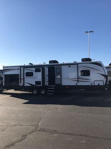 36' Luxury trailer 3 slideouts,on site only
