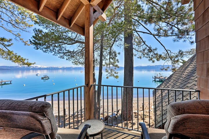 Updated Lakefront Home, Walk to Homewood Resort!
