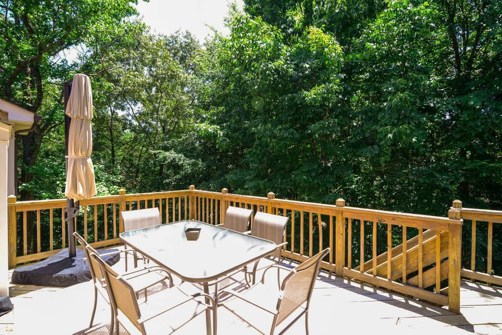 Two tiered deck. Great for outdoor entertaining