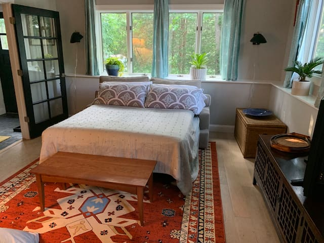 Charming Studio in the woods and near the beach