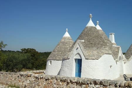 Trullo Azzurro - sleeps 4. Historic beauty - Locorotondo - Hus