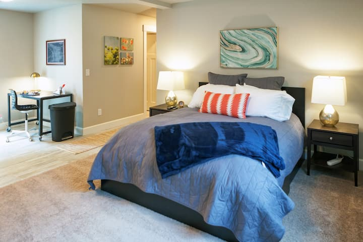 Bright, New Apartment in Hip & Accessible Kenton