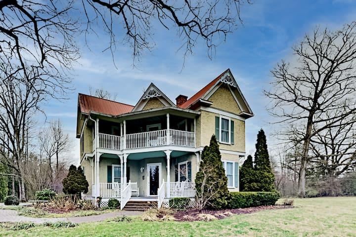 Maxwell House   Unique 4-Unit Home   Near Vineyard