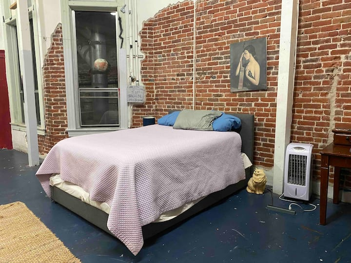 Private Suite in Music Themed Artist Loft Downtown