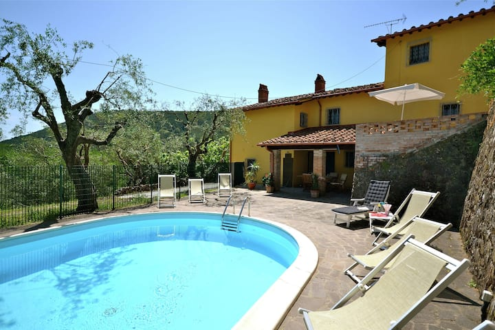 Warm Holiday Home in Vicopisano with Swimming Pool