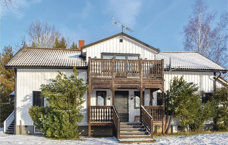 Holiday cottage with 3 bedrooms on 130m² in Ydre
