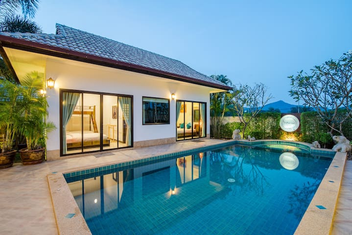 Secluded Pool villa 15 mins drive to night market