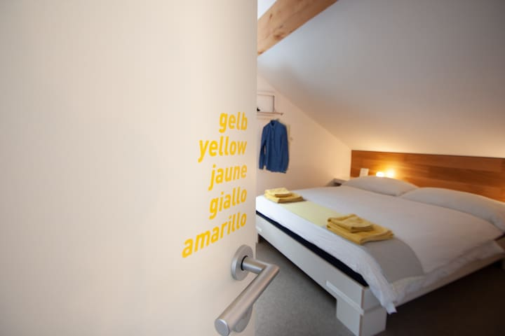 ZIMMER gelb Doppelzimmer