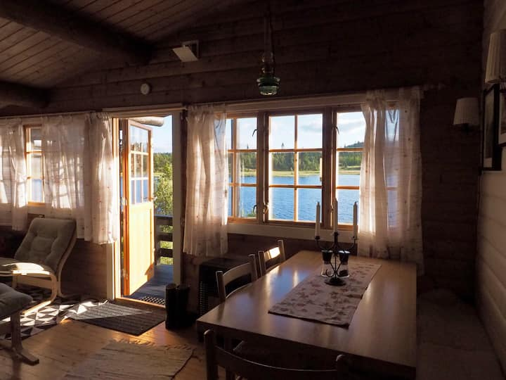 So peaceful by the lake. Log cabin with annexe.