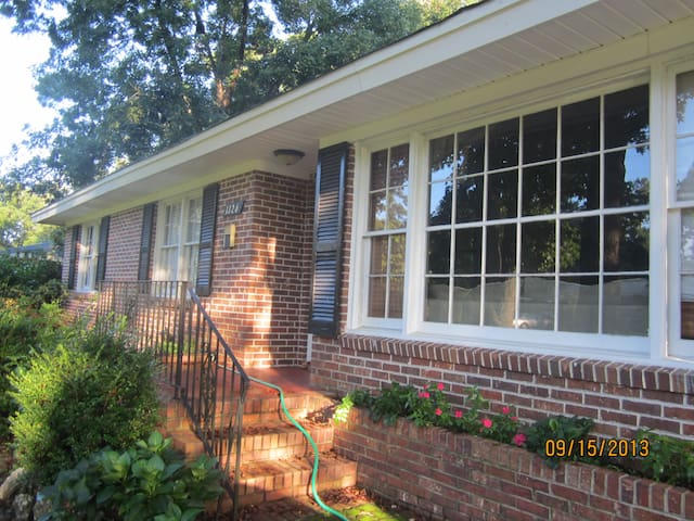 Charming Home Close to Downtown - Charleston - House