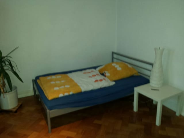 Room close to Fair/CeBit, University and City - Hannover - Wohnung