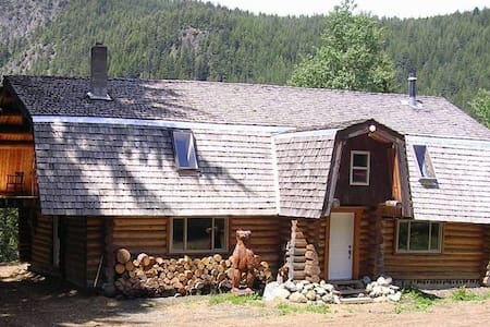 One of a kind log house BRALORNE - Squamish-Lillooet A - Cabin