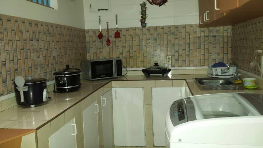 Apartamento full amueblado y servicios incluídos. - Guadalupe - アパート