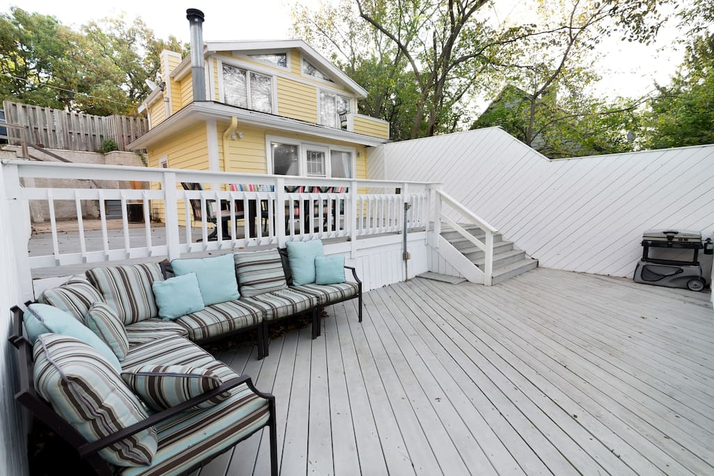 Tiered decks for entertaining.