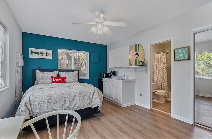 Beach Apartment/Self Check In-Out/Patio
