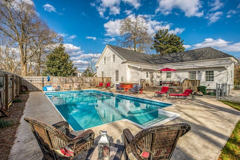 Historic Home! Walk to Downtown! POOL & HOT TUB