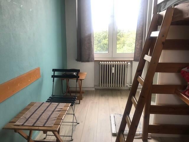 Chambre cosy  avec douche, emplacement idéal