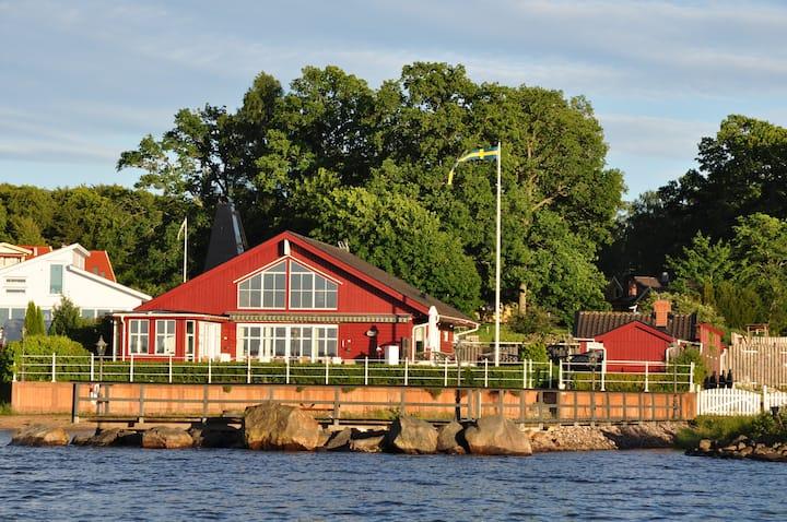 Lyxhus vid sjön Bolmen,sandstrand,båtbrygga