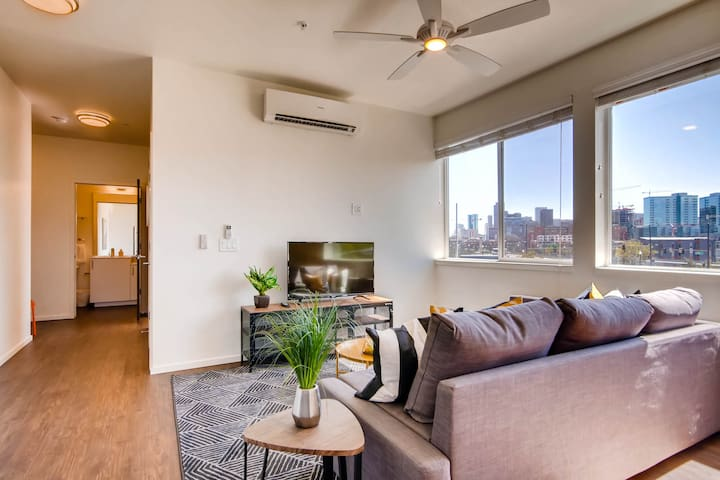 Spacious and Bright Apt with Downtown Views! LoHi!