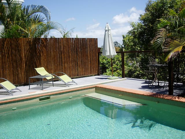 Imagine relaxing by your pool...... - Noosa Heads - Appartement