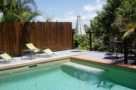 Imagine relaxing by your pool...... - 努沙岬(Noosa Heads)