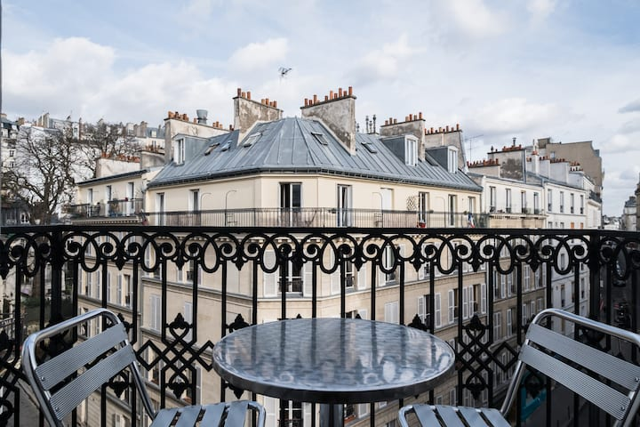 MONTMARTRE-Double room with bathroom and BALCONY !