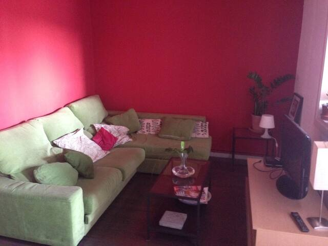 Small room with double bed in Barcelona Sants