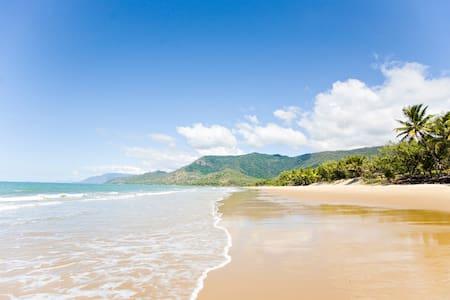 Retro Tropical Queenslander