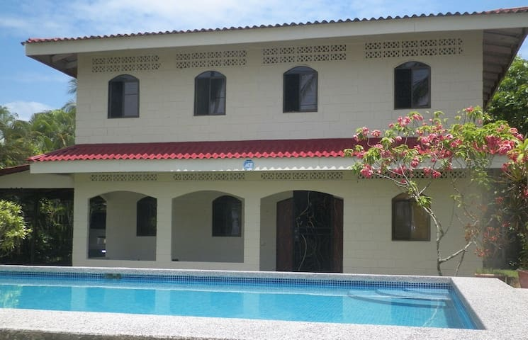 4 bedroom Beachfront Home with Pool - Esterillos Oeste - House