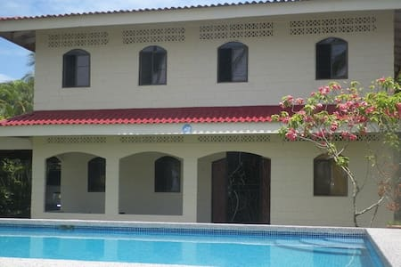 Room type: Entire home/apt Property type: House Accommodates: 10 Bedrooms: 4 Bathrooms: 4