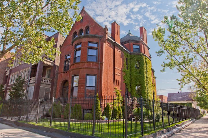 Best Value- Luxury Near Everything - Chicago - Bed & Breakfast
